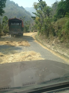 The truck hulling technique on the road to Pokhara, Nepal