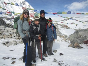 Not another family shot?!?! Yes, the obligatory group photo atop Larke La