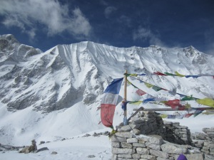 Prayer flags and white mountains, Larke La